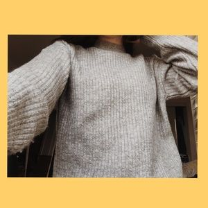 NWOT Forever 21 grey sweater !